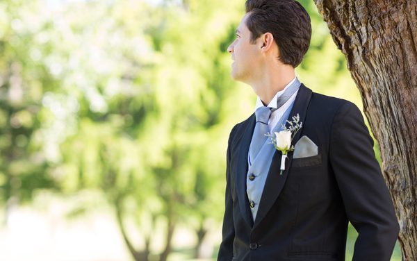 How to Choose The Right Wedding Tuxedo